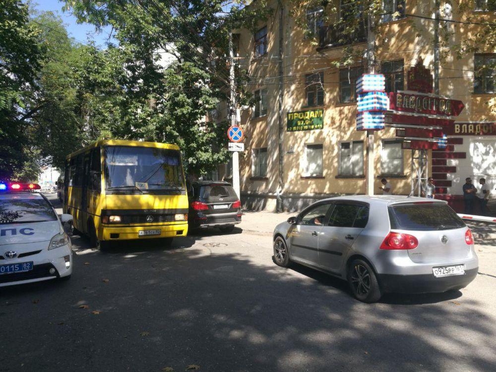 Ни знаков, ни светофоров: Дорога по ул Менделеева в Симферополе превратилась в проблему для автомобилистов