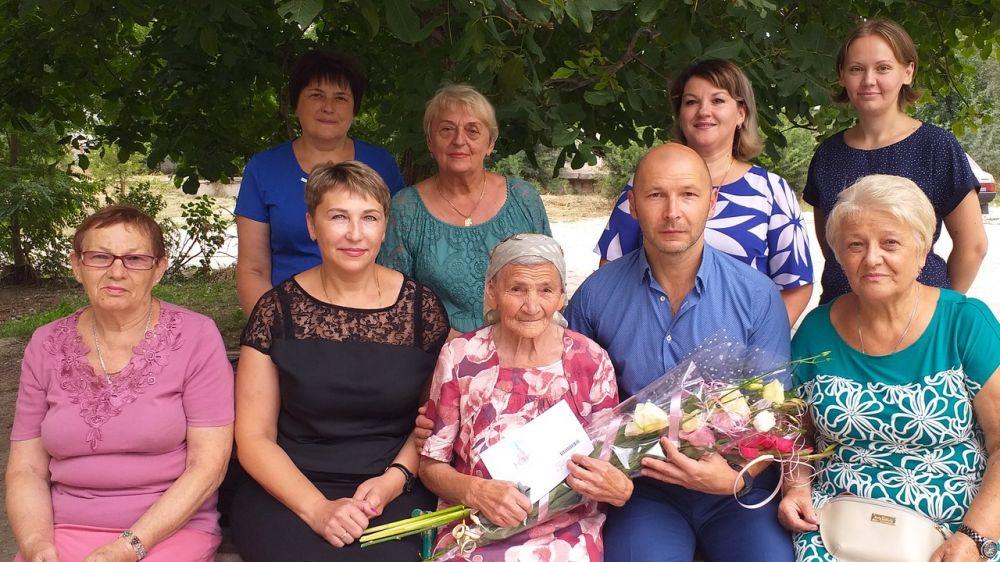 90-летний юбилей отпраздновала жительница поселка Нижнегорский Смирнова Зоя Александровна