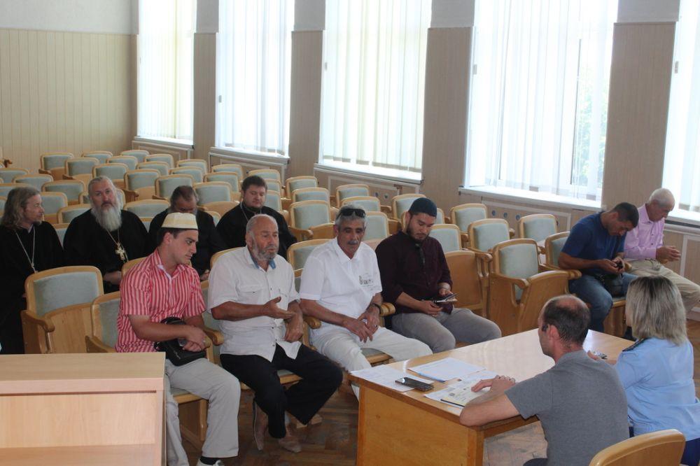 Выделение земель обсудили на круглом столе с представителями религиозных конфессий Симферопольского района