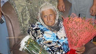 Инна Федоренко поздравила жительницу Джанкойского района Надежду Иосифовну Захарову со 100-летним юбилеем