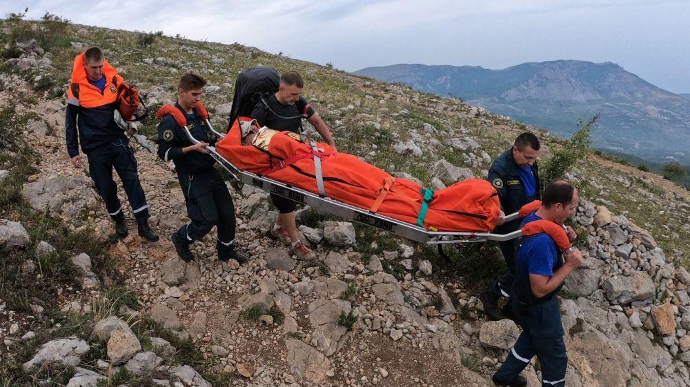 """Двое травмированных эвакуированы из горно- лесной местности спасателями """"КРЫМ-СПАС"""""""