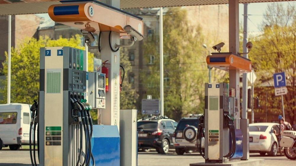 Севастопольцы могут купить на зарплату в 3,5 раза меньше бензина, чем жители Ямала