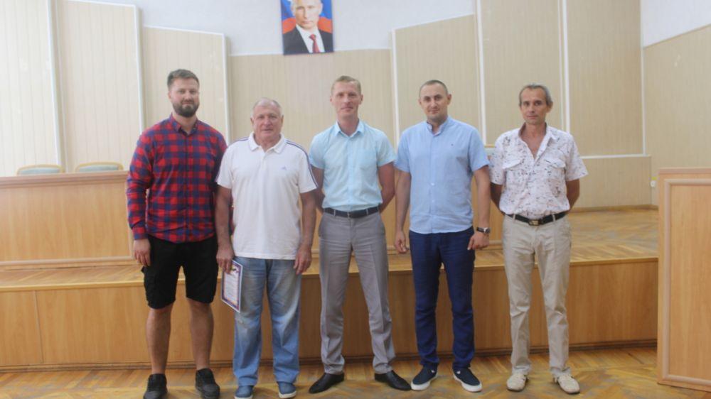 Спортсмены и тренеры Симферопольского района получили награды в День физкультурника!