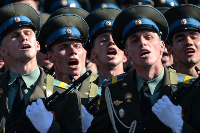 В России начнут наказывать за продажу военной формы
