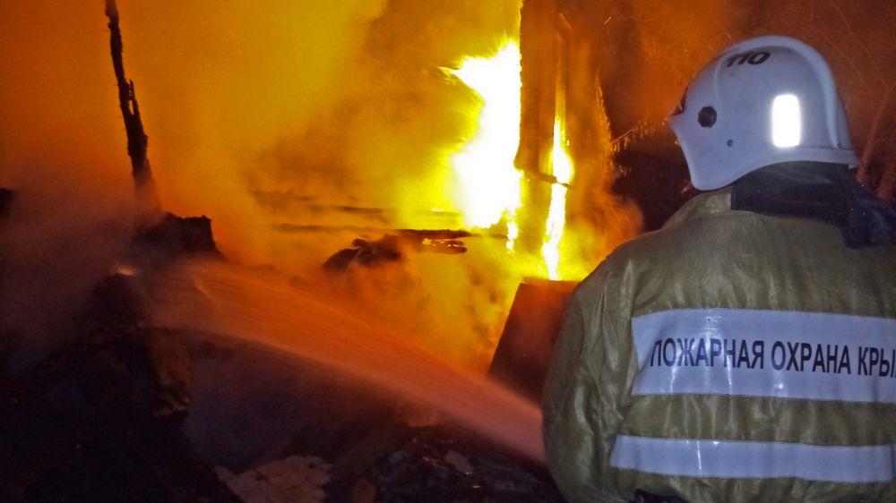 Огнеборцы ГКУ РК «Пожарная охрана Республики Крым» приняли участие в ликвидации пожаров в жилом секторе