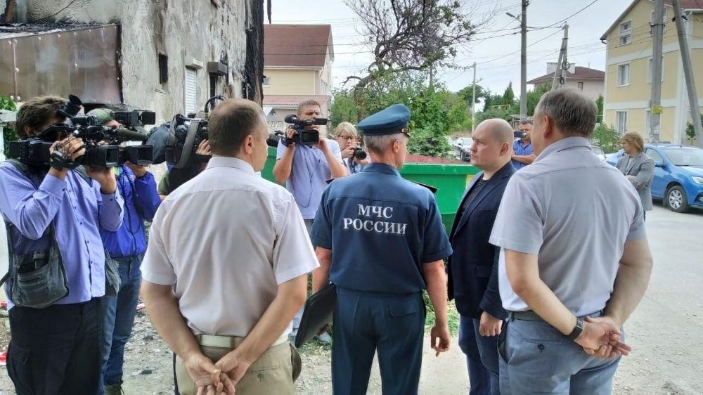 Врио губернатора осмотрел сгоревший дом на Северной стороне и встретился с жильцами