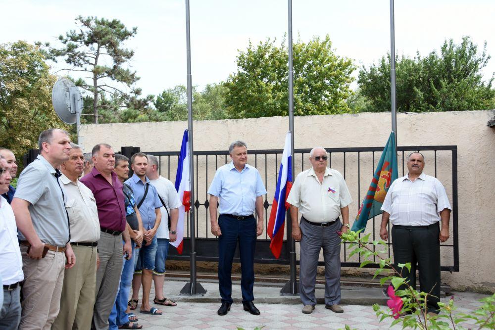 Ко Дню Государственного флага России
