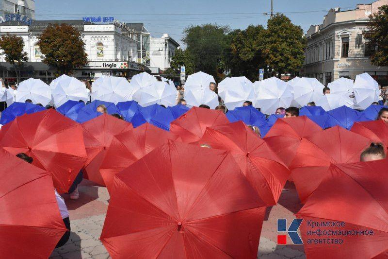 Как крымская столица отмечает День Государственного Флага