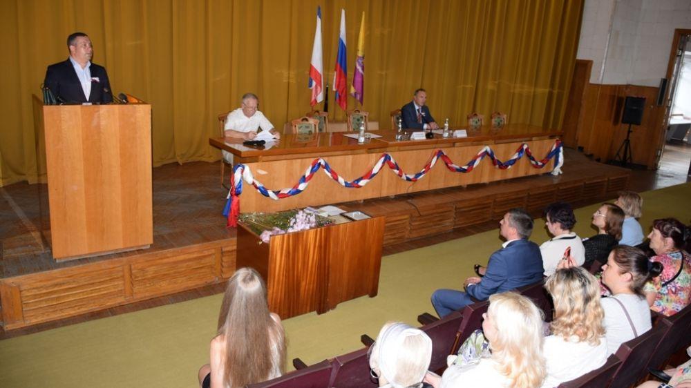 В День Государственного флага юным ялтинцам вручили паспорта