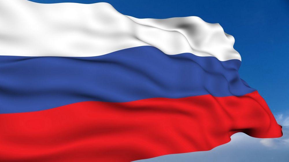 Поздравление Главы администрации Сакского района Галины Мирошниченко с Днём Государственного флага Российской Федерации