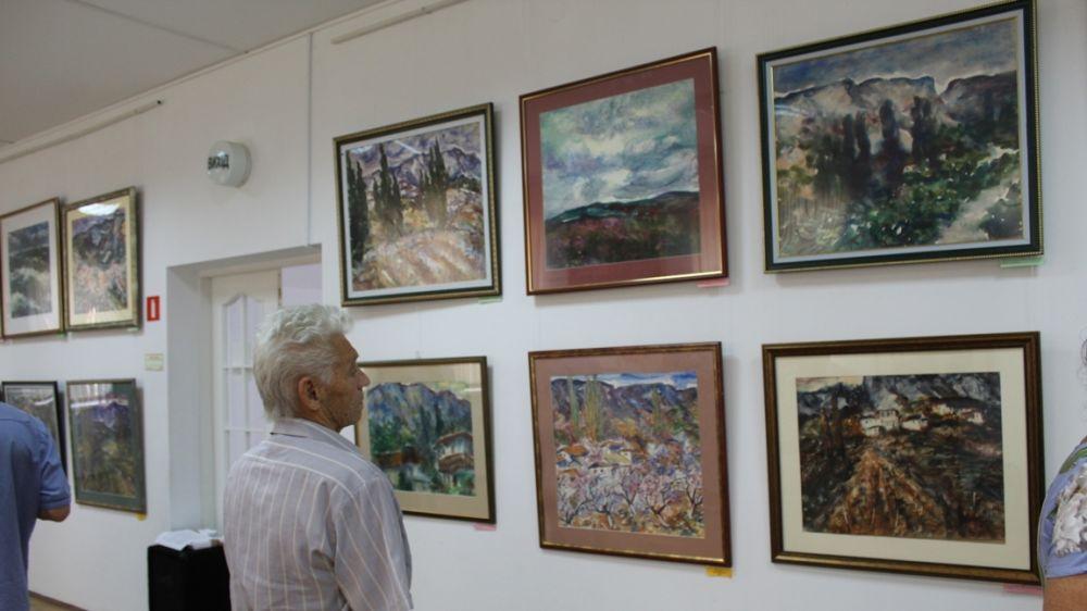 Выставка акварелей художника Якова Басова открылась в Историческом музее Судака