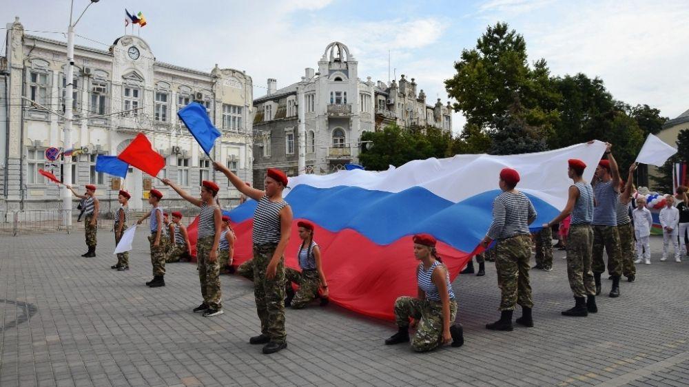 В Евпатории отмечают День Государственного флага России
