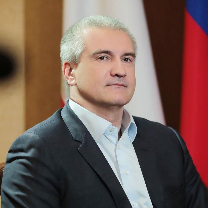 Глава Крыма поздравил крымчан с Днём Государственного флага Российской Федерации