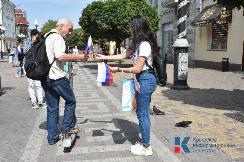 300 тыс ленточек цвета российского флага раздадут сегодня в Крыму, — Зырянов