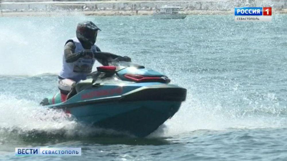 В Севастополе проходят гонки на гидроциклах