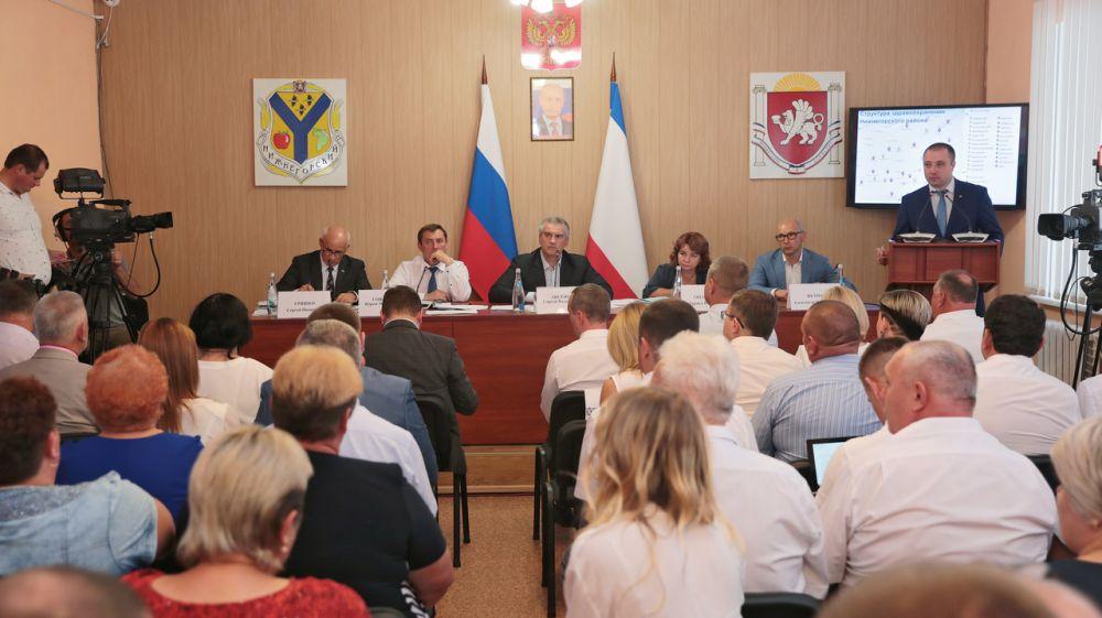 Сергей Аксёнов провёл выездное совещание по проблемным вопросам Нижнегорского района