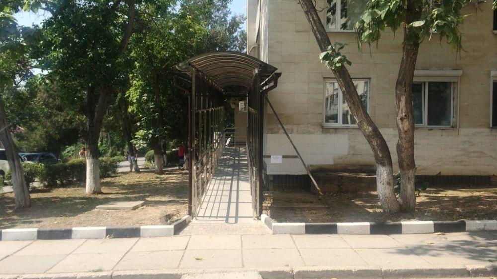 В Симферопольской поликлинике №4 установлен новый пандус