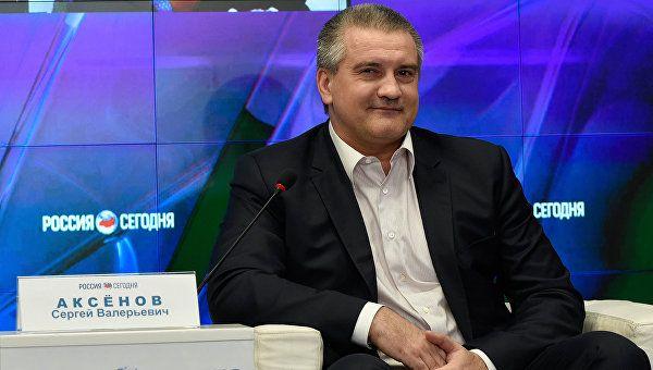 Аксенов рассказал, что его держит в Совмине