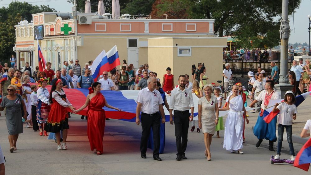 В Феодосии отметили день государственного флага России