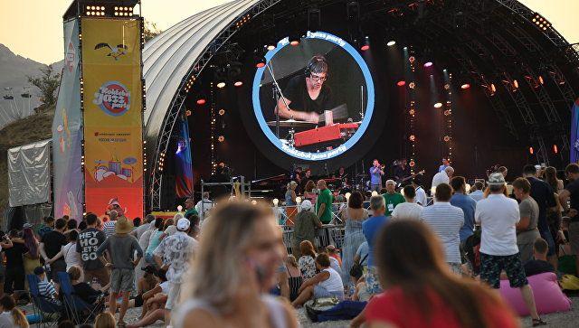 Лето, море, музыка: видео второго деня Koktebel Jazz Party