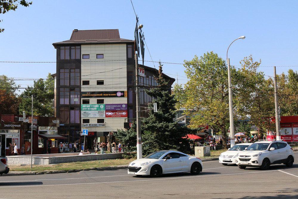 Из-за сноса «Куба» в Симферополе ограничат движение автотранспорта по одной из улиц