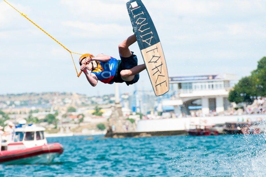 Аквазорб и вейкбординг: в Севастополь привезли экстремальный спорт