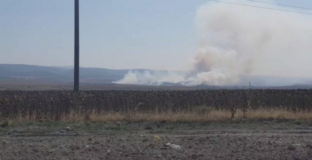 В Крыму горят 30 гектаров травы
