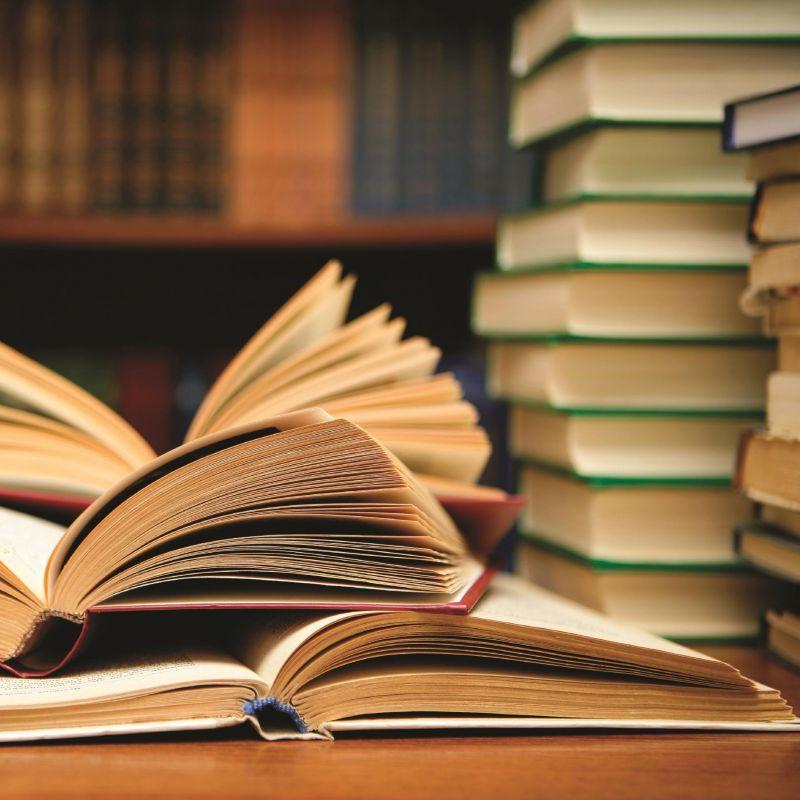 Музей «Судакская крепость» получил в дар подборку научной литературы