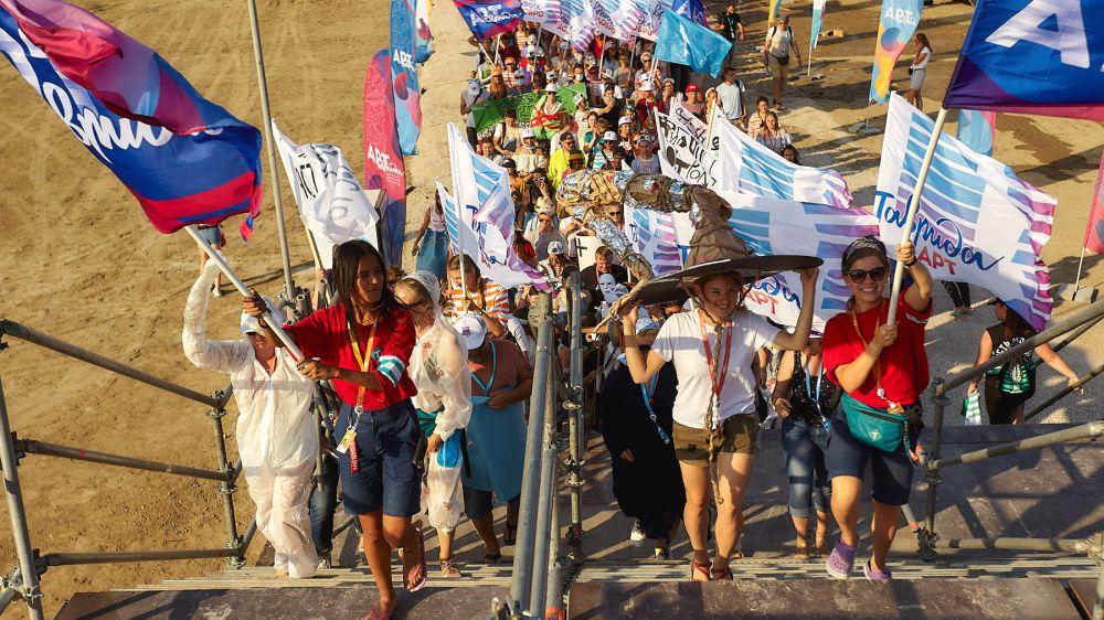 Арт-шествие, авиашоу и фестиваль КВН прошли в рамках фестиваля «Таврида-АРТ»