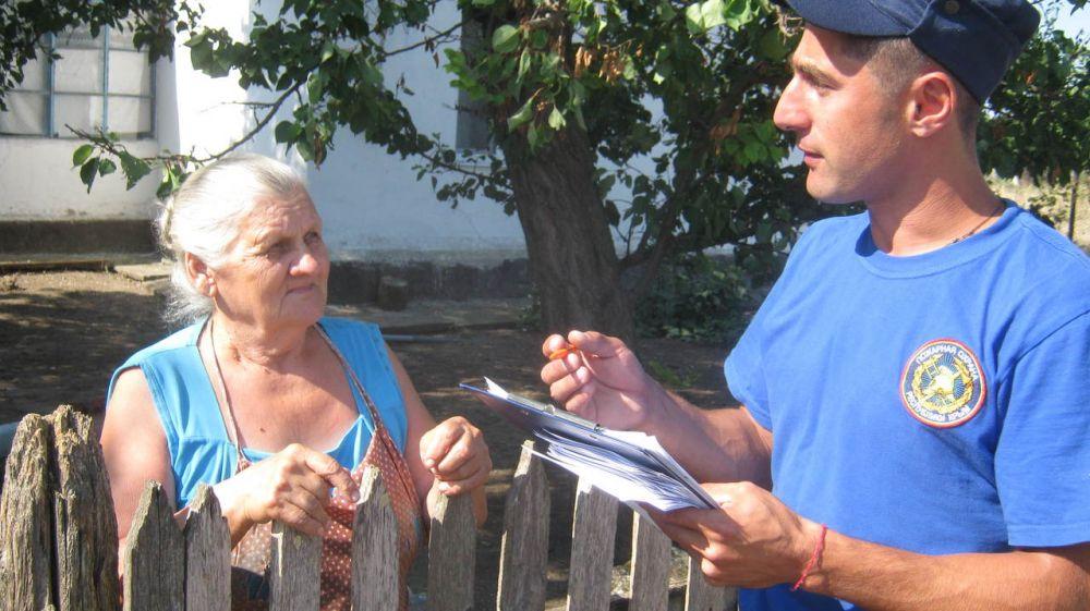 В летний пожароопасный сезон особое внимание огнеборцев ГКУ РК «Пожарная охрана Республики Крым» уделяется профилактической работе с населением