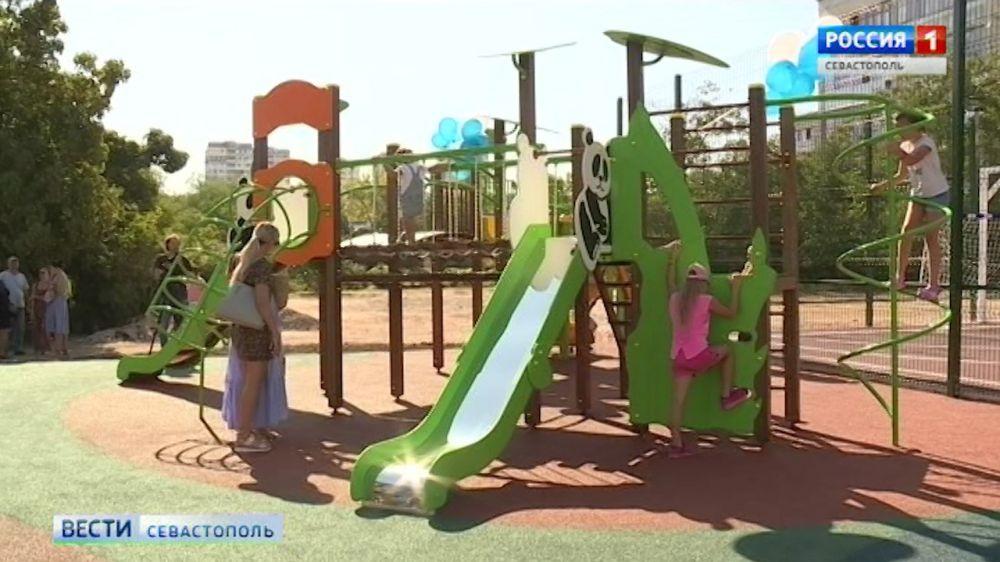 В Севастополе открыли площадку, где можно играть в футбол и заниматься гимнастикой