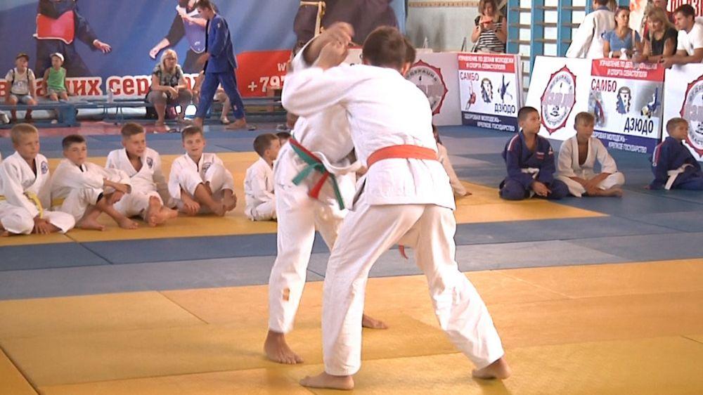 Молодые дзюдоисты боролись за медали первенства Севастополя