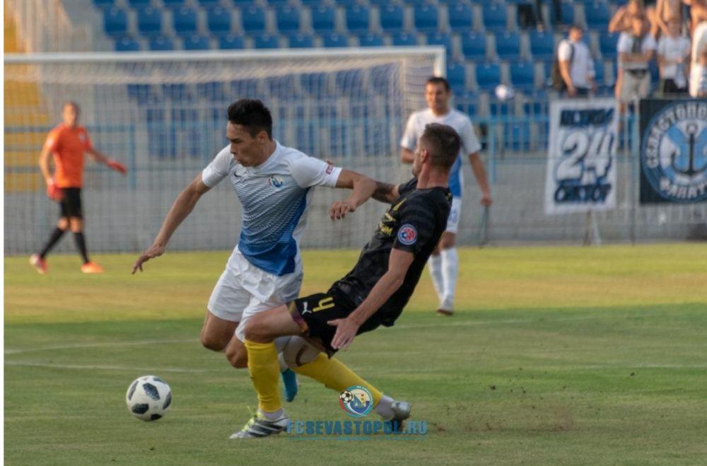 Лидеры футбольной премьер-лиги Крыма сыграли вничью в очном матче