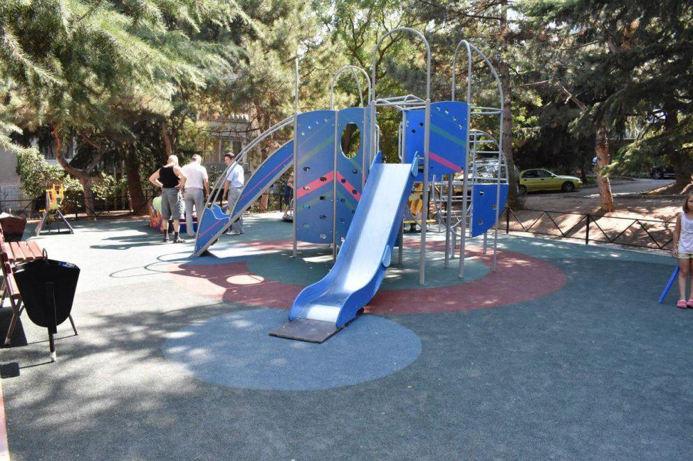 10 детских площадок за 5 млн рублей планируют установить в Алуште до конца сентября