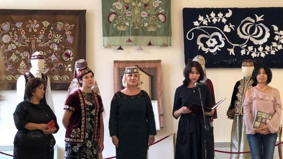 В Санкт-Петербурге открылась выставка произведений крымскотатарских мастеров декоративно-прикладного искусства