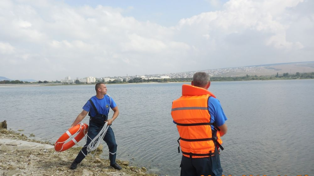 Специалисты «КРЫМ-СПАС» продолжают проводить тренировочные занятия на воде