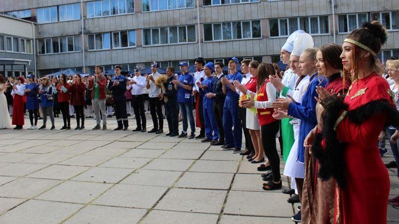 Минобразования Крыма приглашает принять участие в республиканской выставке «Образование и карьера»