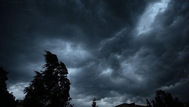 Сильный ветер, дожди и грозы: на Крым движется непогода