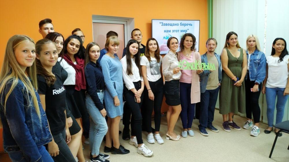 В Крымской республиканской библиотеке для молодежи прошла сессия вопросов и ответов в рамках Международного месячника охраны природы