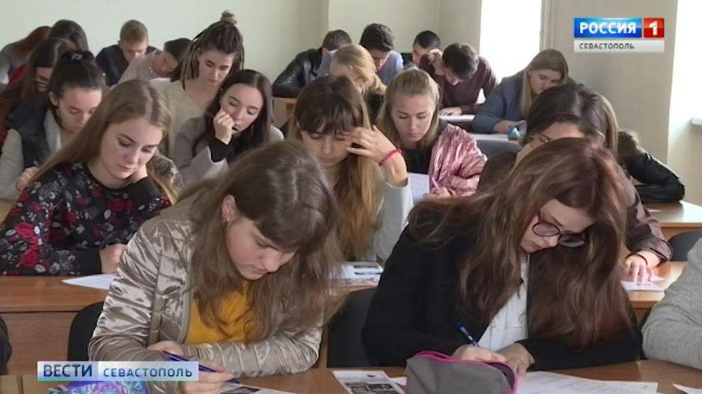 Молодые севастопольцы не хотят покидать город в поисках лучшей жизни