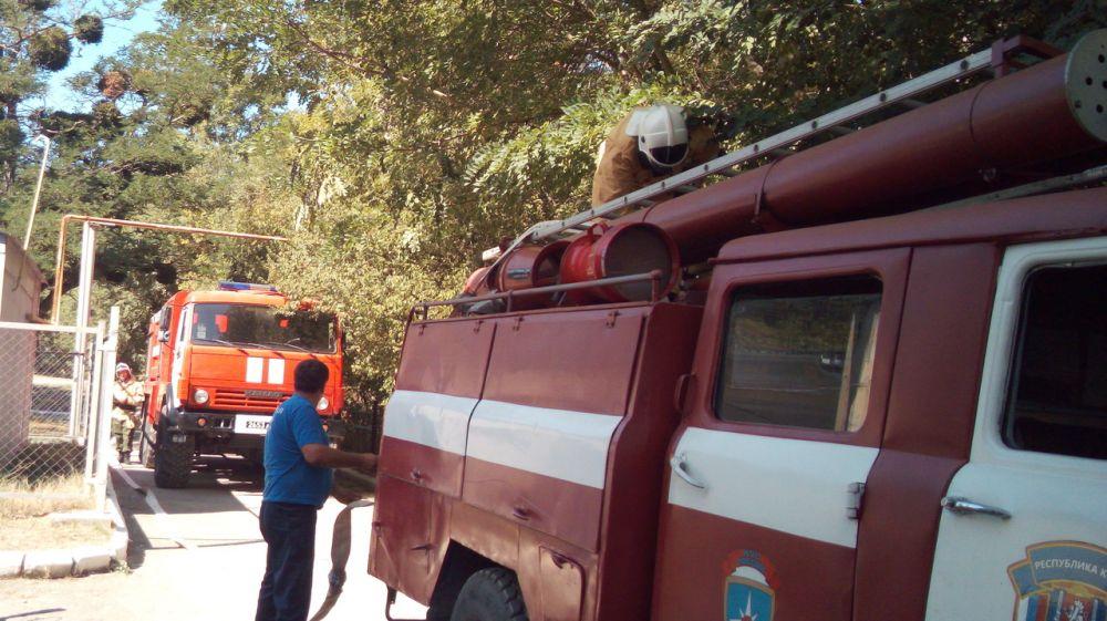 Сотрудники ГКУ РК «Пожарная охрана Республики Крым» поделились опытом работы с пожарной командой воинской части