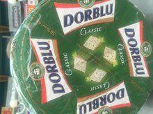 Более 10 кг санкционных сыров выявили на рынке Симферополя