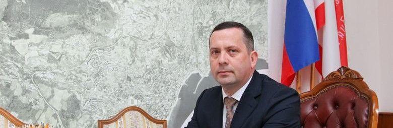 Глава администрации Ялты написал заявление об отставке, но продолжит исполнять свои обязанности