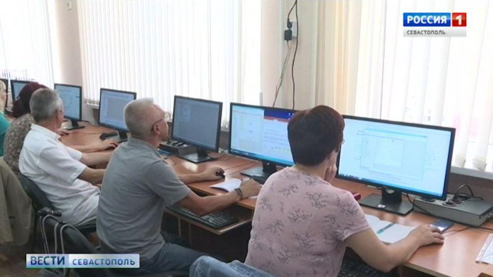 В СевГУ открылись бесплатные IT-курсы для людей предпенсионного возраста