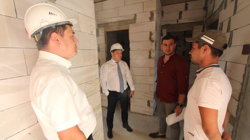 Дмитрий Черняев: Переселение граждан из аварийного жилищного фонда – особая задача для республики