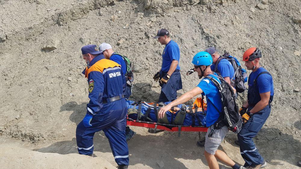 Спасатели эвакуировали мужчину, сорвавшегося со скалы на горе Меганом