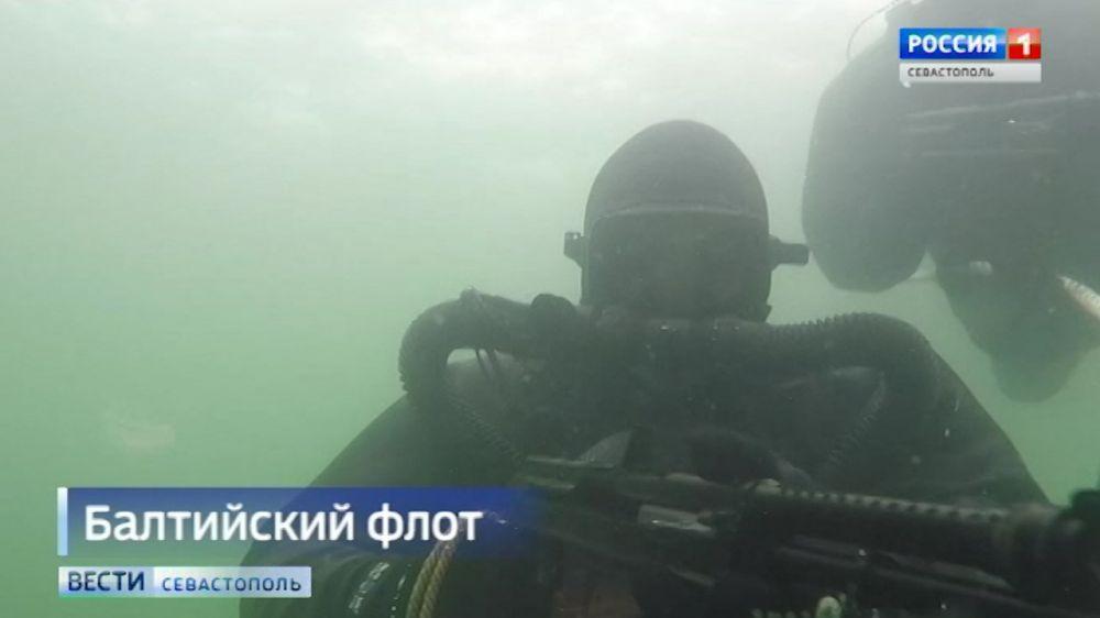 Подводный спецназ отрабатывает действия на новейшем тренажере