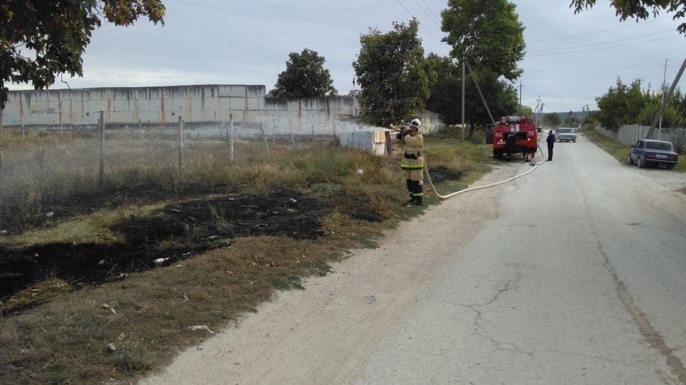 Огнеборцы ГКУ РК «Пожарная охрана Республики Крым» ведут ежедневную борьбу с возгораниями сухой растительности