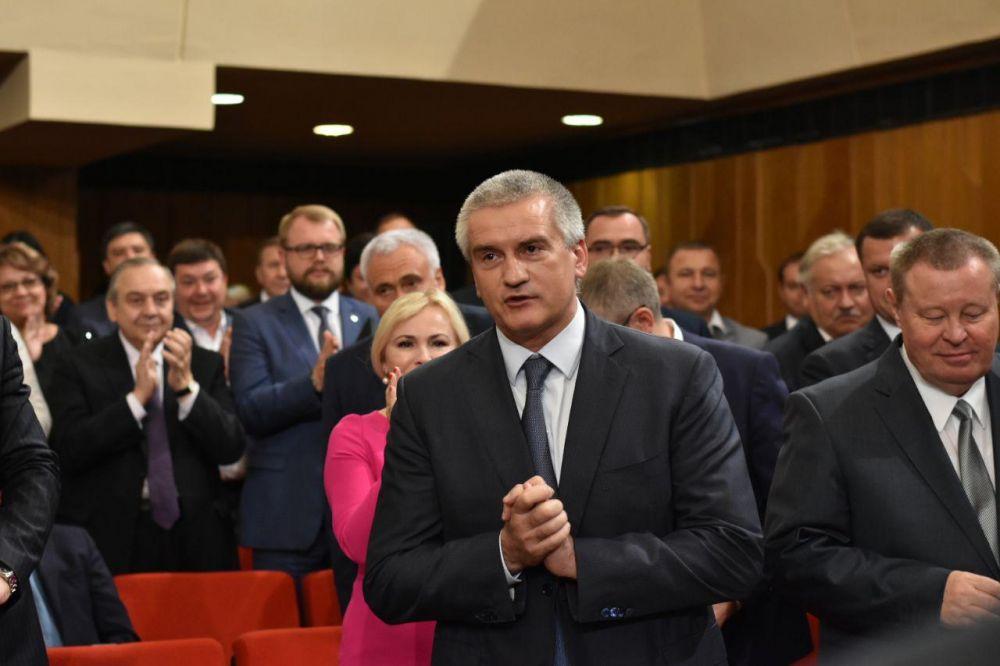 Совет министров РК сложил полномочия перед вновь избранным главой Крыма