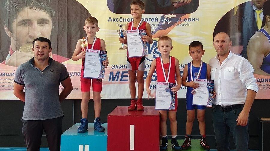 Все победители и призеры юношеского турнира борцов-классиков в Бахчисарайском районе
